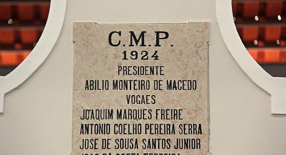 Placa da inauguração do edificio do mercado