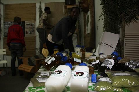 Os elementos nacionais fazem parte dos produtos que pode experimentar na Feira do Turismo. SAPO MZ/ Eliana Silva