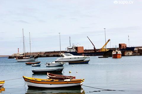 A paisagem é composta pelos barcos dos pescadores