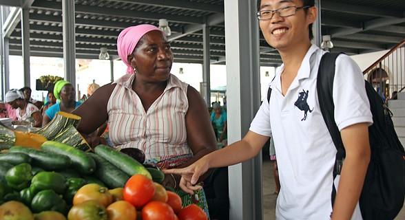 Turista no mercado do Plateau