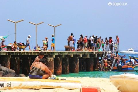 A vida no pontão da Praia de Santa Maria