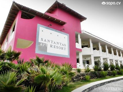 Em perfeita harmonia com a paisagem vulcânica, o Santantão Art Resort dispõe de um vasto conjunto de serviços.