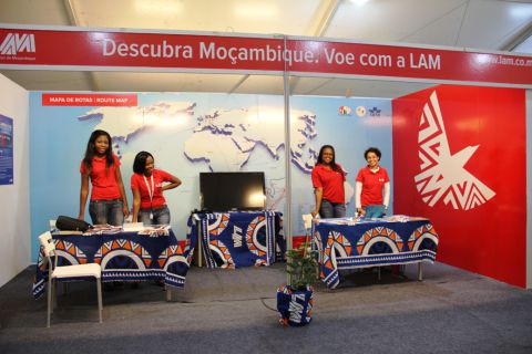 O stand da LAM na 2ª edição da Feira do Turismo. SAPO MZ/Eliana Silva
