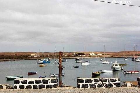 O porto da Palmeira é um refúgio escondido do Sal.