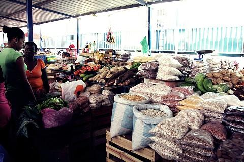 A parte dedicada ao comércio de legumes, verduras e outros géneros alimentares é recente.