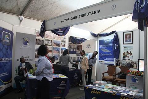 O stand da Autoridade Tributária em exposição na Feira de Turismo. SAPO MZ/ Eliana Silva