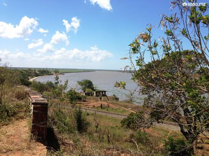 Cá de cima, o Rio Incomati pronto a ser atravessado