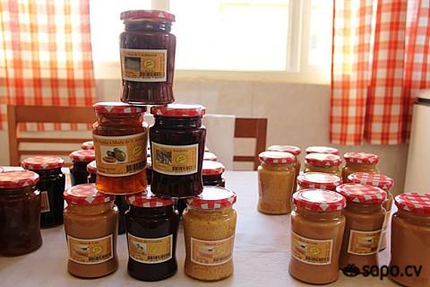 Papaia, azedinha, goiaba, marmelo, leite, calabaceira, tambarina são alguns dos ingredientes que aguçam o paladar .