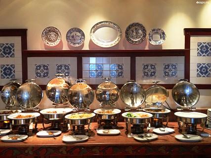 O Hotel disponibiliza-lhe uma grande diversidade de pratos quentes
