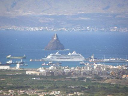 Porto grande e Porto Novo ao fundo