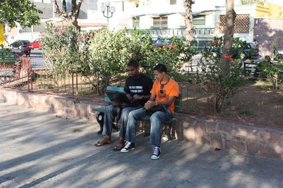 Jovens na Praça Nova