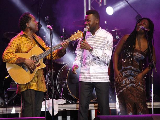 Lokua Kanza com os Africanos de toda a África
