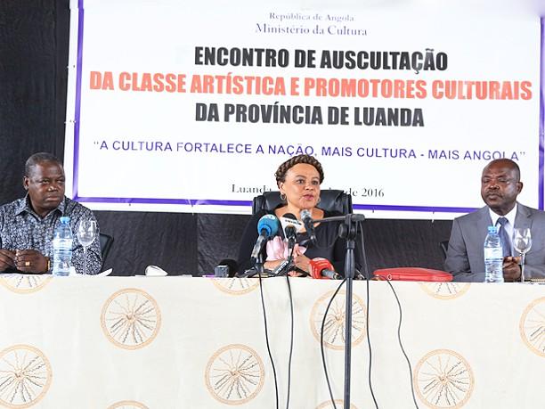 Ministra da Cultura debate condição do artista
