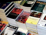 Os caminhos por que anda o livro em Angola
