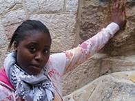 Cássia do Carmo traduzida para o hebraico