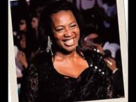Vicky Muzadi na vanguarda da moda com desenhos lundas