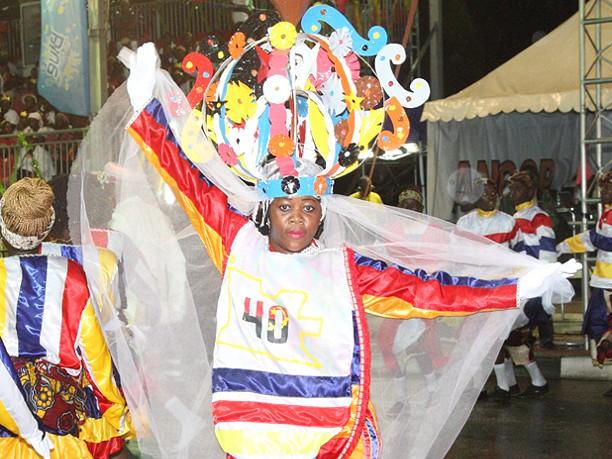 Njinga Mbande reina no entrudo de Luanda