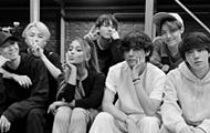 Ariana Grande posa com os BTS nos ensaios dos Grammy