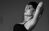 "Halsey chega a #1 na Hot 100 da Billboard com ""Without Me"""