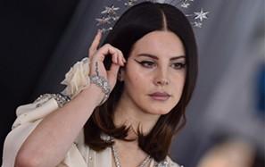 Lana Del Rei mostra músicas novas em concerto beneficiente