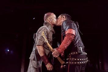 Rammstein: músicos beijam-se em protesto contra lei anti-LGBTQ russa