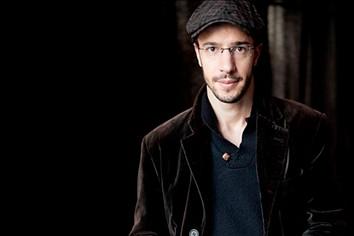 Júlio Resende edita novo álbum: