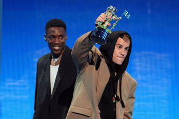 Justin Bieber, Olivia Rodrigo e Lil Nas X triunfam nos MTV VMAs: uma festa com público, abraços e sem distanciamento