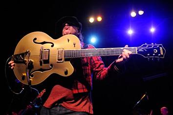 Morreu Sylvain Sylvain, guitarrista dos New York Dolls
