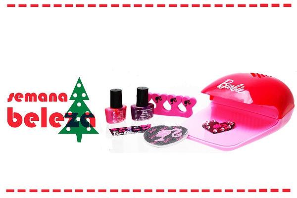 Este kit da Barbie é perfeita para ti. Tem tudo para a manicure e até seca as unhas.