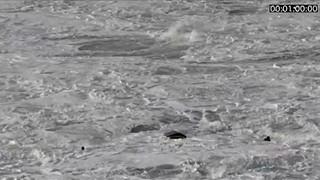 Imagens impressionantes do resgate de um surfista na Nazaré