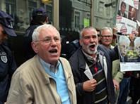 Manifestantes na sede do Novo Banco em Lisboa