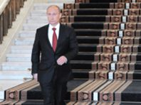 Vladimir Putin regressa ao Kremlin como Presidente