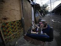 Entre arranha-céus e auto-estradas, há favelas em Pequim