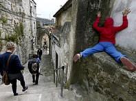 Porto: Corpos estranhos ocupam cantos da cidade