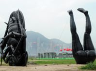 Esculturas insufláveis gigantes invadem Hong Kong