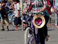 Indonésia: cidade em duas rodas