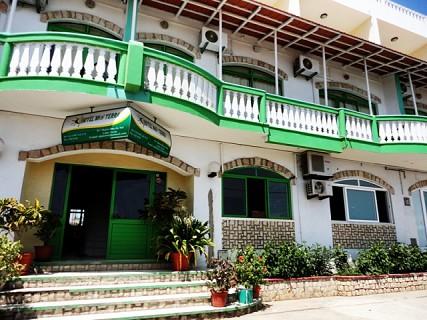 Hotel Pensão Nha Terra, no centro da cidade de Santa Maria a 100 m da praia