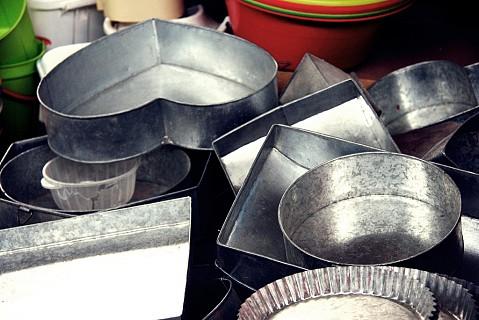 Formas de vários tamanhos e formatos para bolos.