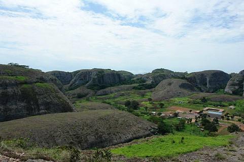 Pedras Negras Pungo N'dongo, na província de Malange. Fotos: Alberto Afonso_Nov.09