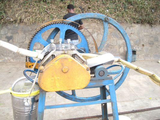 Canapador, a máquina que faz uma bebida natural, fresca e acima de tudo artesanal.