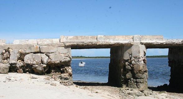 Ponte cais na ilha do Ibo