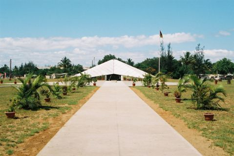 Praça dos Heróis. Monumento em forma de estrela em memória dos heróis da revolução que combateram por Moçambique.