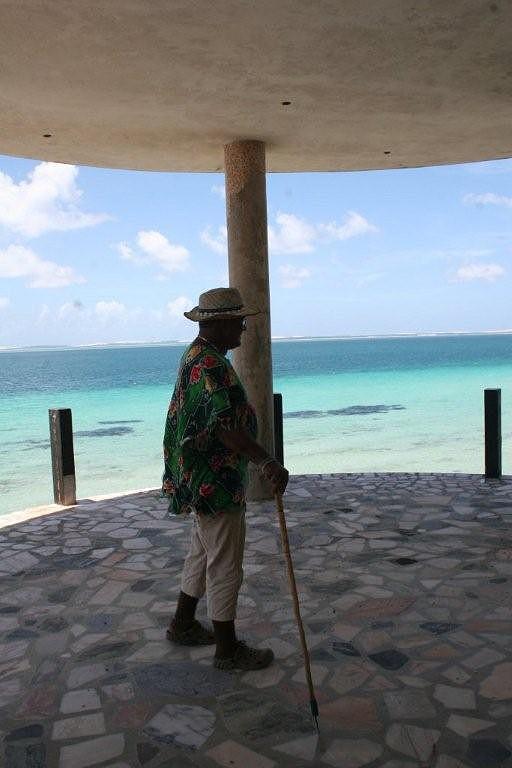 Luís mostra o antigo hotel de Joaquim Alves
