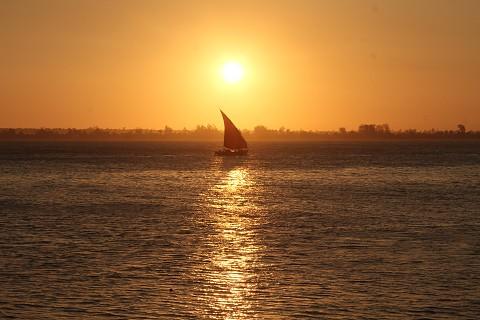 O pôr-do-sol na Baía de Maputo. Foto Sérgio Costa