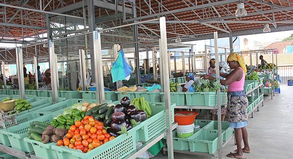 Sestas com legumes à venda
