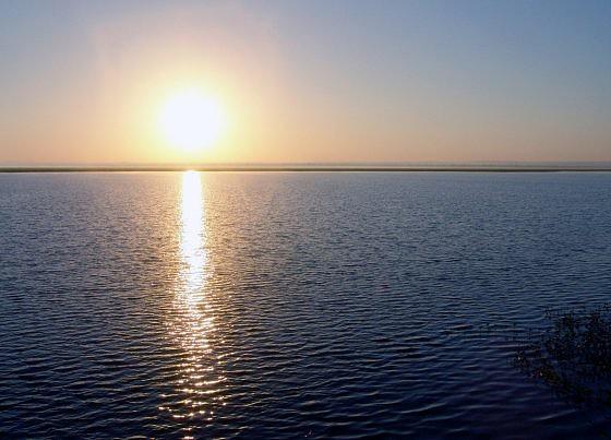O pôr-do-sol no Lago Urema, Gorongosa. Sofala @Jeff Barbee PNG
