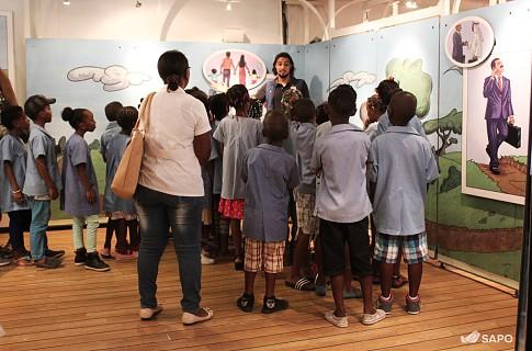 Livraria Flutuante recebeu a visita de estudantes