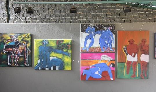 Exposição dos quadros de Tchalê Figueria