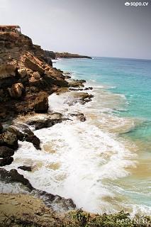 Stella Maris Beach Resort é um empreendimento turístico situado no topo de uma falésia com vista para o mar.
