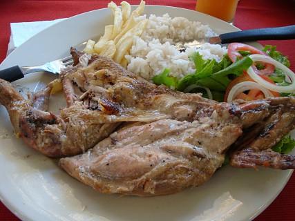 O frango à zambeziana é uma das melhores coisas da região